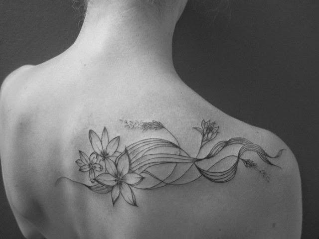 les plus beaux tatouages féminin de fleurs et végétaux sur l'épaule