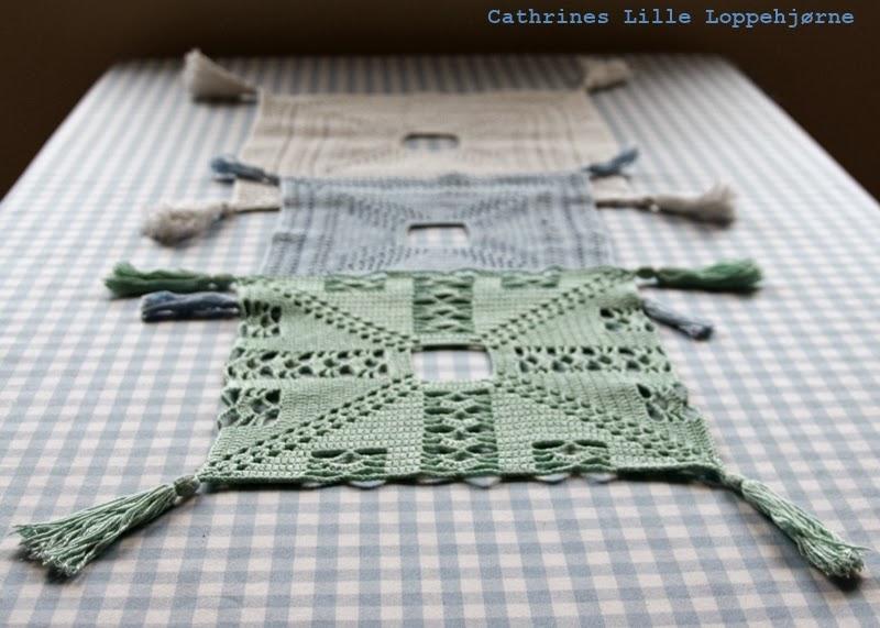 http://cathrineslilleloppehjorne.blogspot.no/2013/11/heklede-ampe-duker.html