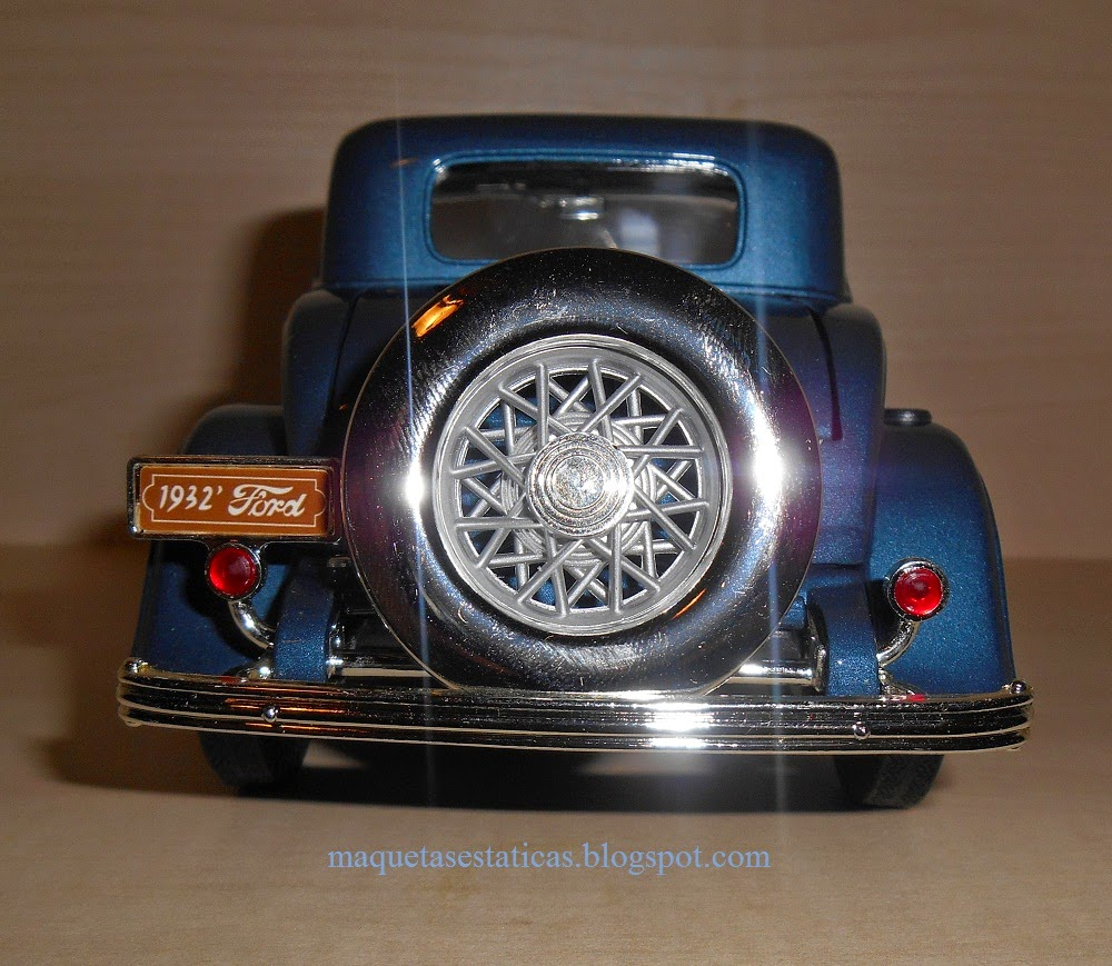 maqueta  Ford 3-windows coupe scale 1/18 de road signatures