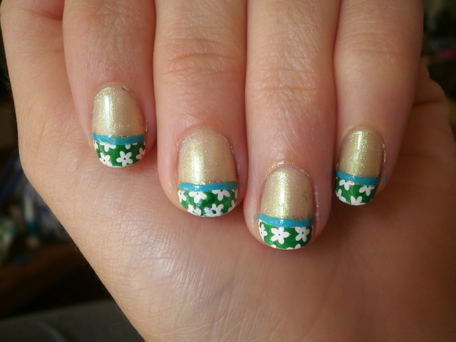 Crazy About Nails Green And White Flower Nails