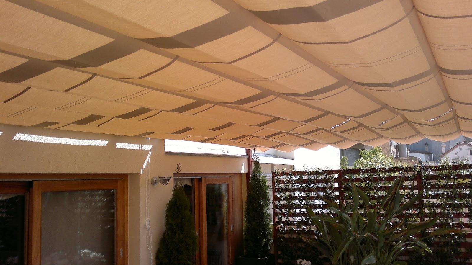 Toldos campos toldos correderos en estructura de madera for Estructura de toldo