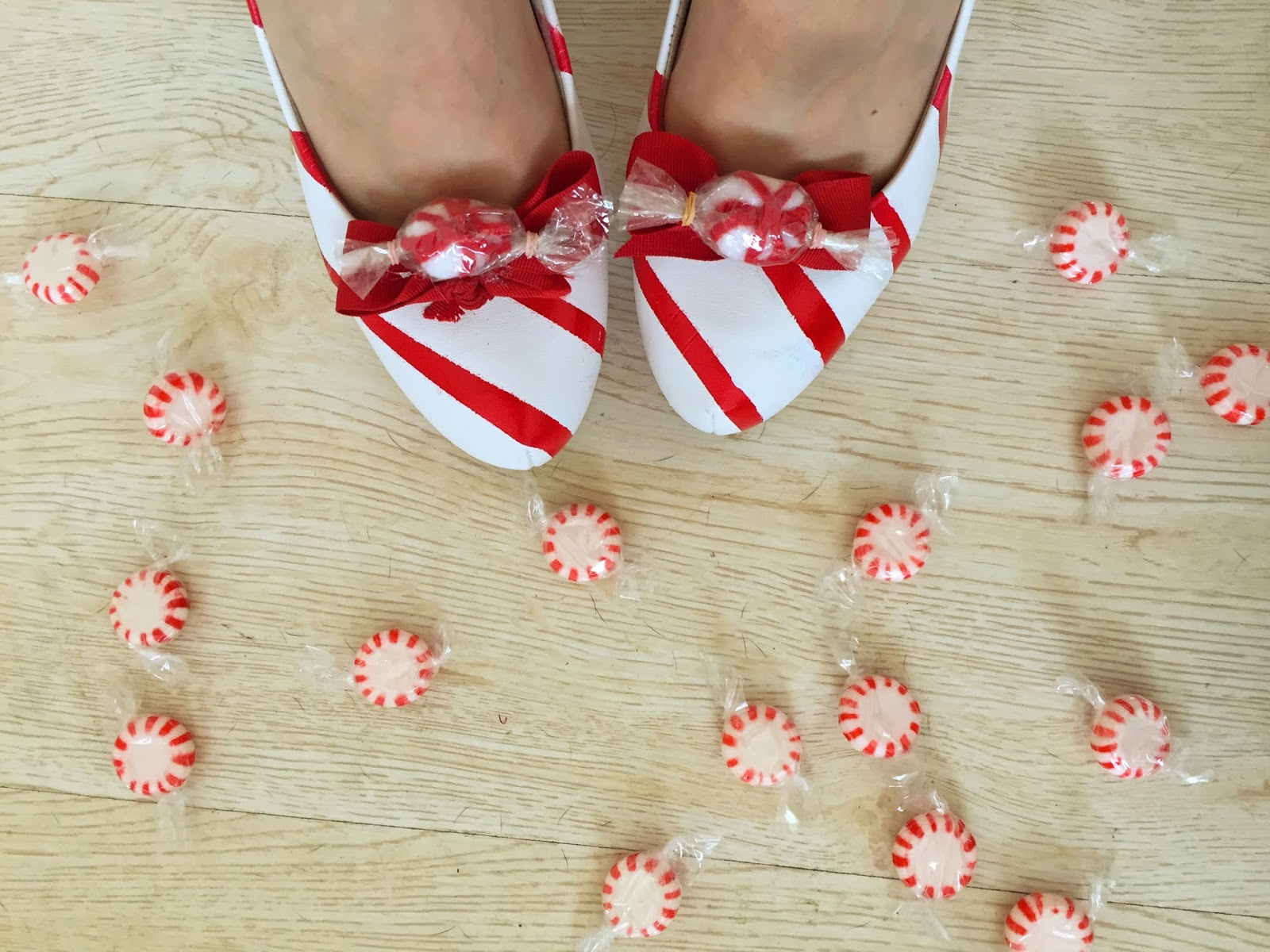 Cute shoes for Christmas! Learn hwo to make them yourself on the blog