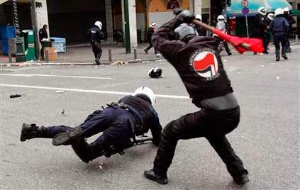 http://2.bp.blogspot.com/-dEd4QI-Iht8/VOBldqPG9sI/AAAAAAAABDE/4mEmfjyLVDI/s1600/antifa-polizei.jpg