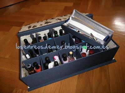 Interior de caja clasificadora con bandeja realizada en cartonaje
