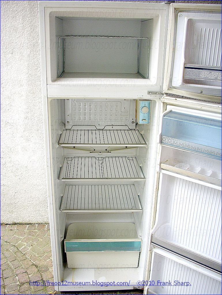 Under the ice kelvinator mod kt1042 year 1966 the kelvinator mod kt1042 refrigerateur menager classe n has 230dm3 capacity all parts are original compressor is a necchi m7j with a 165w power cheapraybanclubmaster Image collections