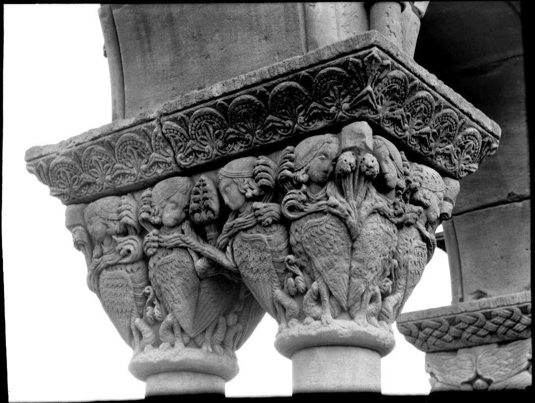 Capitel romanico Palamos arpias