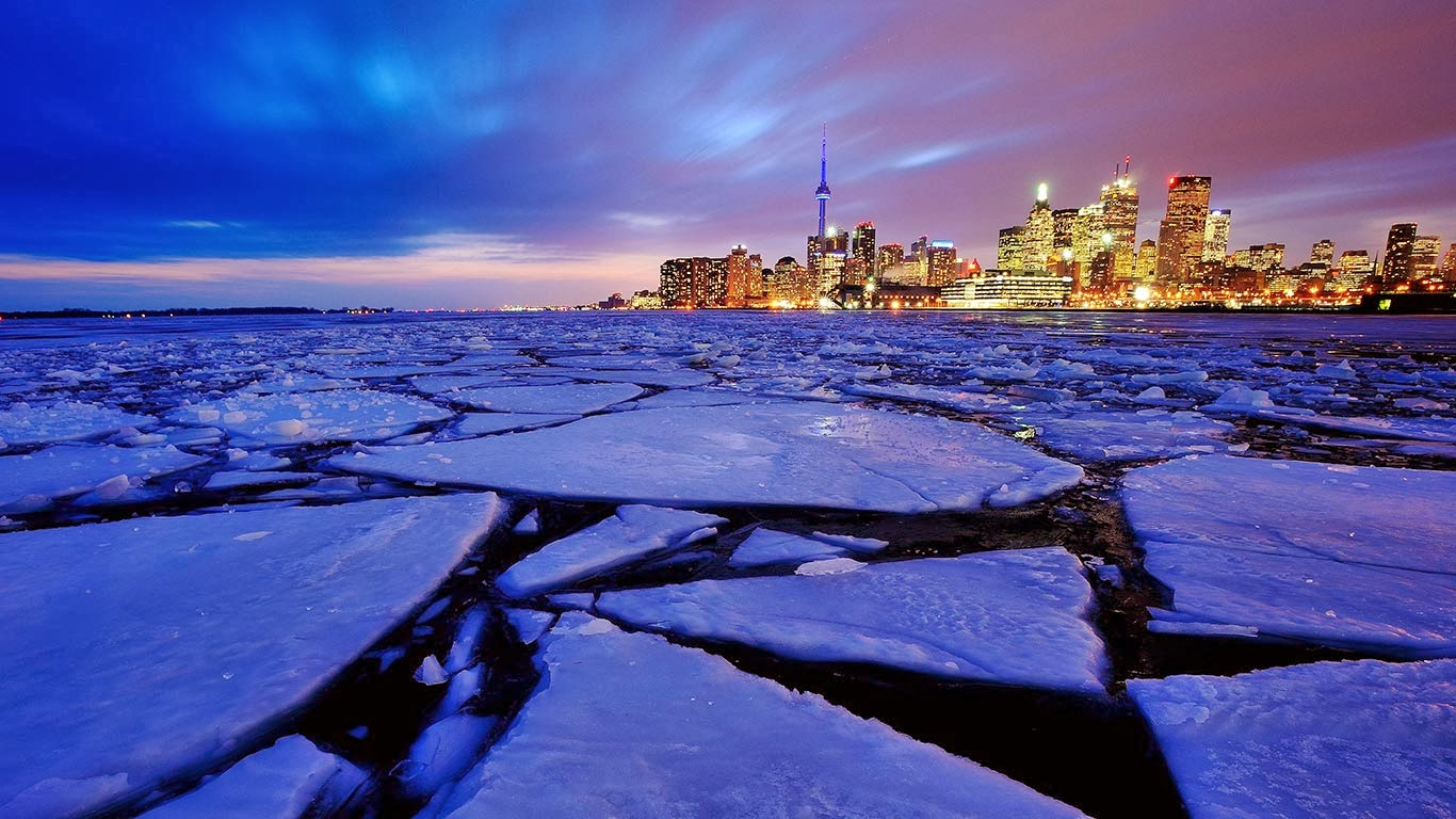 Ice in Toronto Harbour, Ontario, Canada (© Peter Bowers/Flickr/Getty Images) 344