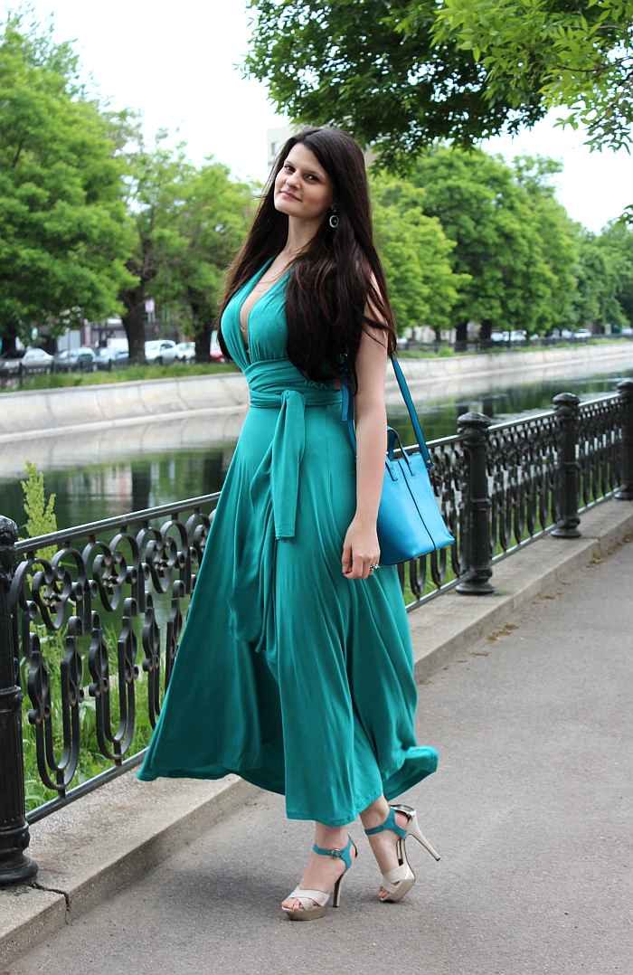 ways to wear a convertible maxi dress, summer style, long hair with Irresistible Me hair extensions