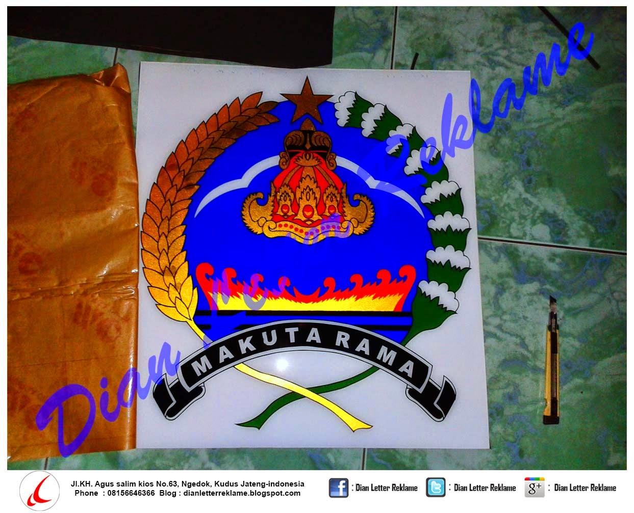 Pembuatan Logo Acrylic