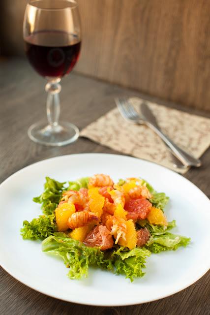Салат с цитрусовыми и раками