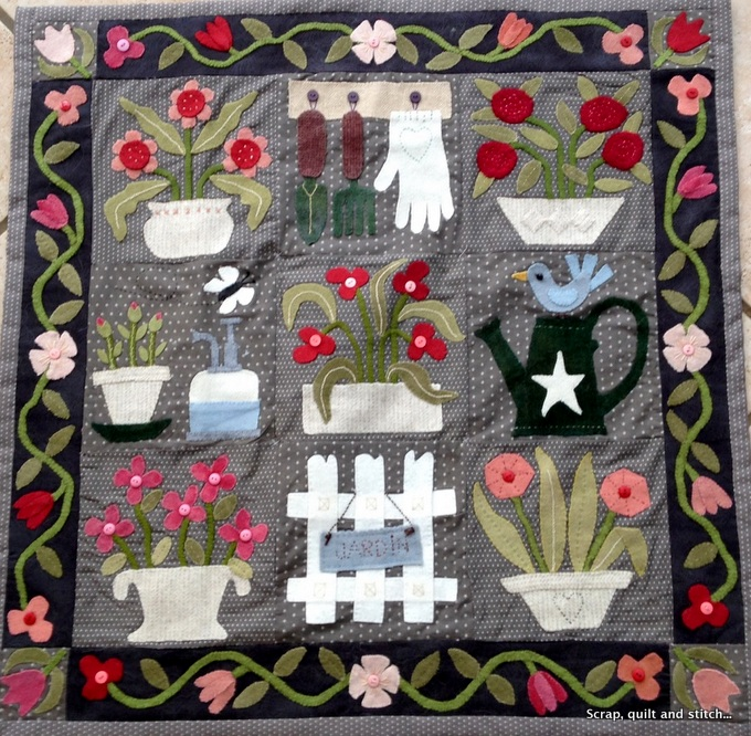 Scrap quilt and stitch fleurs en pots for Jardin woolens