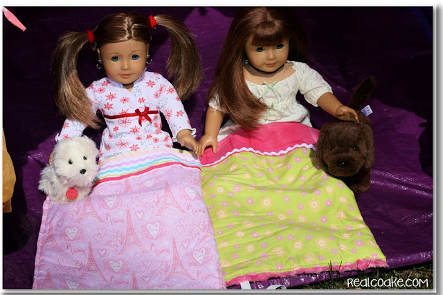 American Girl Doll patterns ~ Sleeping bag pattern for an American Girl Doll. Easy to make! #AmericanGirlDoll #Sewing #Pattern