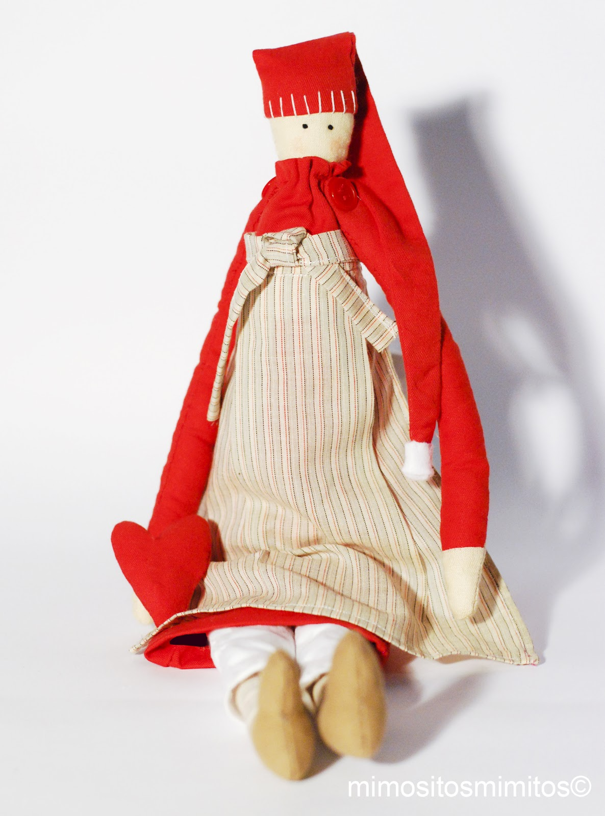 muñeca de tela y trapo para regalar en Navidad, jugar o adornar