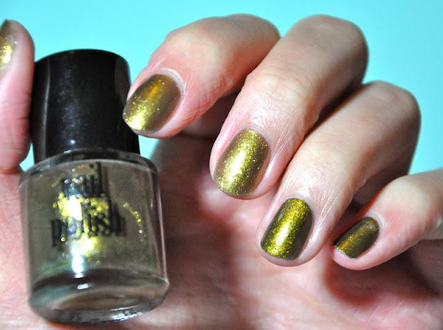 vernis nailpolish vernis doré nails
