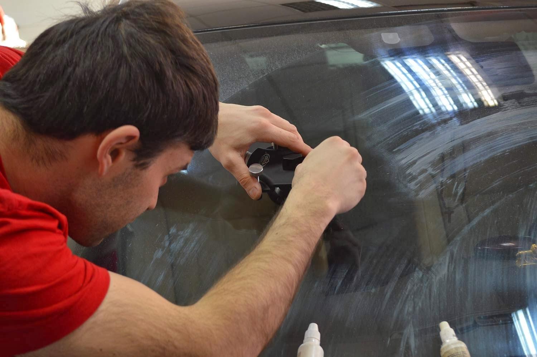 Как удалить и устранить царапины на стекле автомобиля своими руками 37