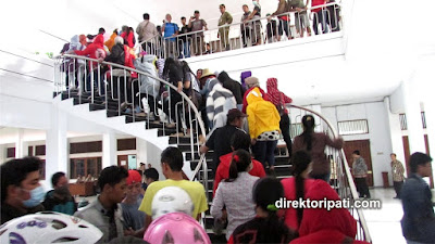 ratusan pk geruduk kantor bupati pati