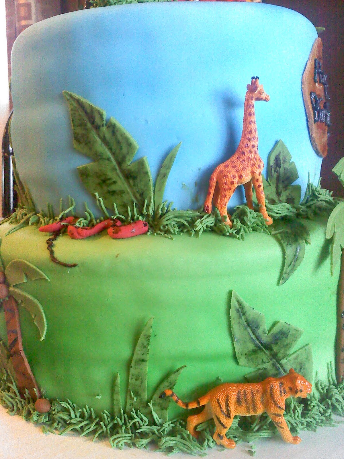 lick your lips cakes jungle cake