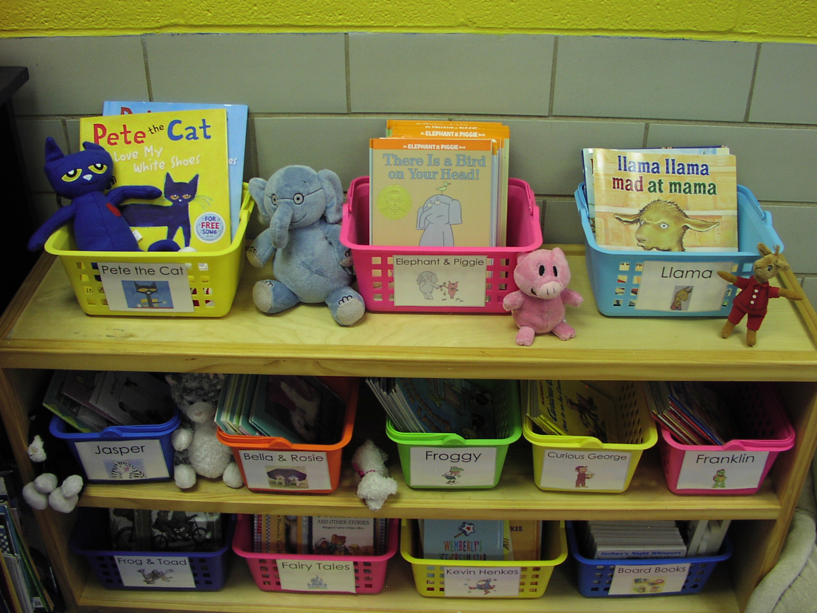 Classroom Library Ideas Kindergarten ~ Keen on kindergarten classroom pics