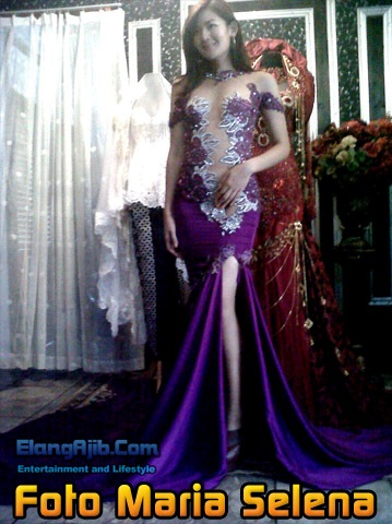 Foto Maria Selena Memakai Kebaya Transparan Warna Ungu