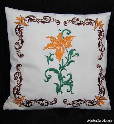 Poduszka ornamentem i różą / Pillow ornament and rose