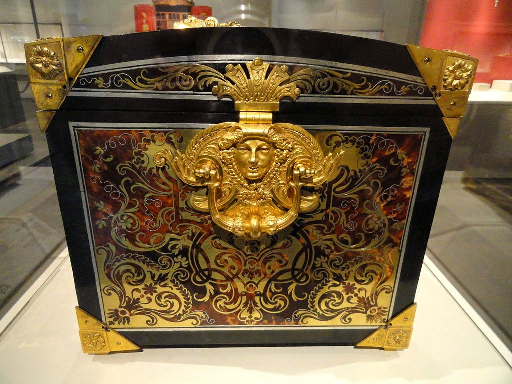 Casket, early 18th century, attributed to Andre-Charles Boulle, oak carcass veneered with tortoiseshell, gilt copper, pewter, ebony - Art Institute of Chicago