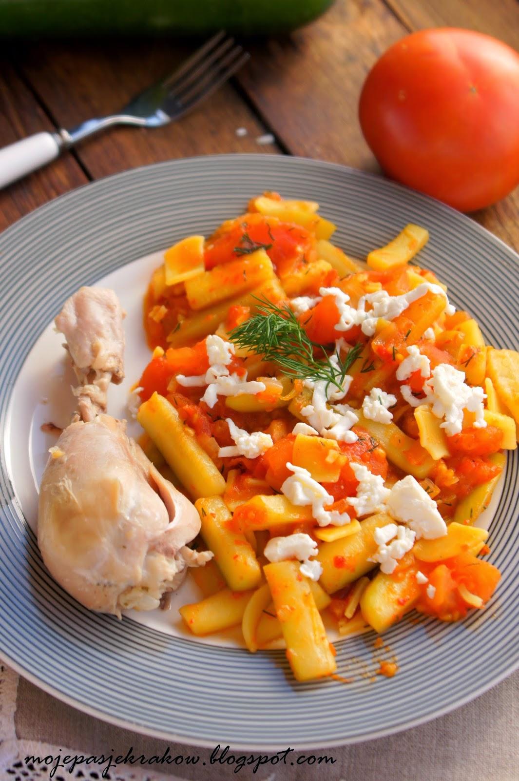 http://www.mojepasjekrakow.blogspot.com/2014/03/cukinia-z-pomidorami-serem-feta-i.html