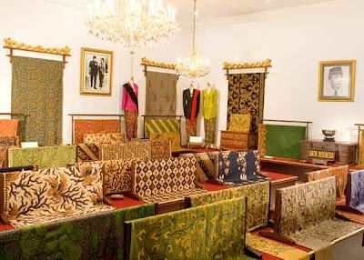 Beberapa Koleksi Batik Museum Danar Hadi