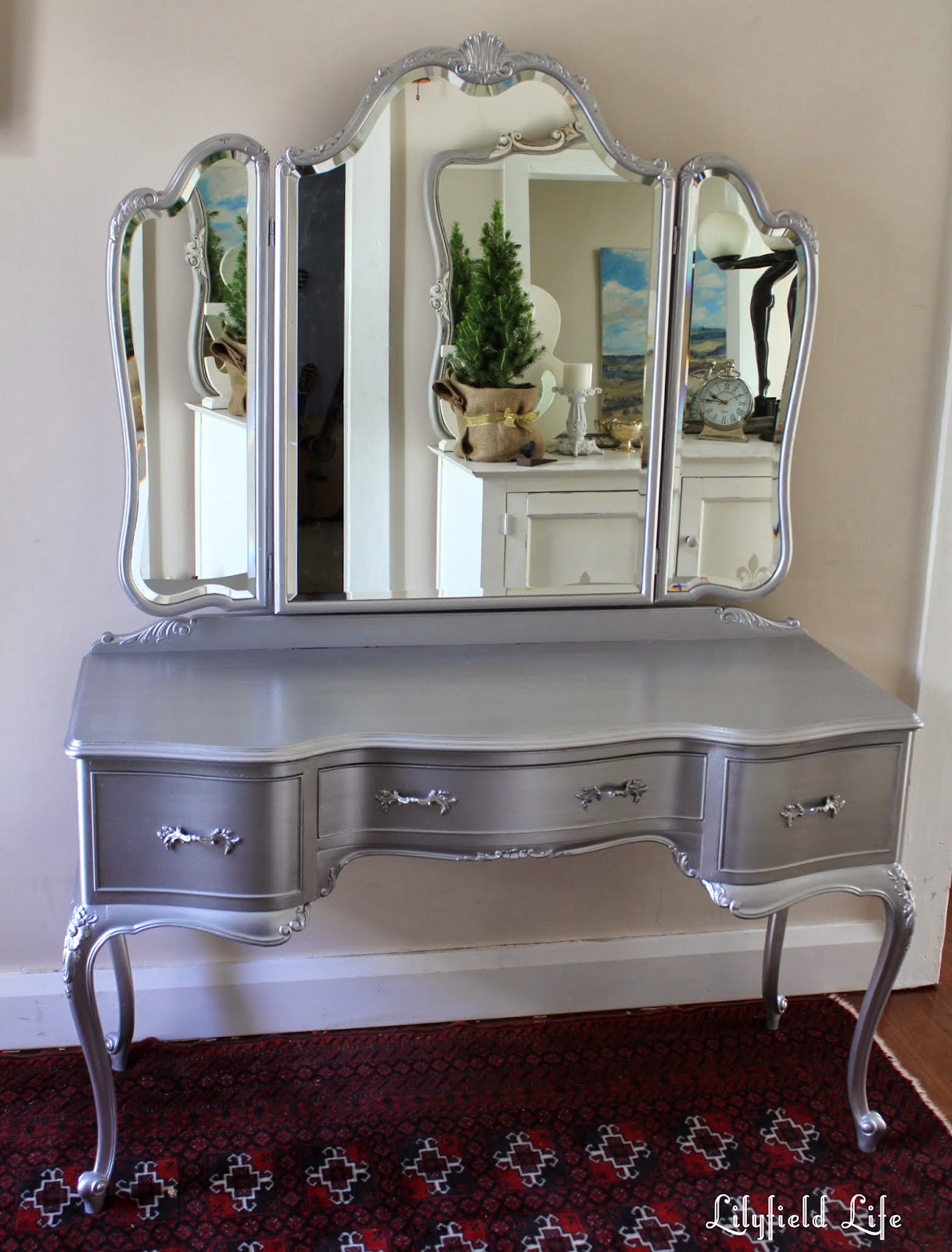Painted Dressing Table ~ Lilyfield life tips on using metallic paint and a silver