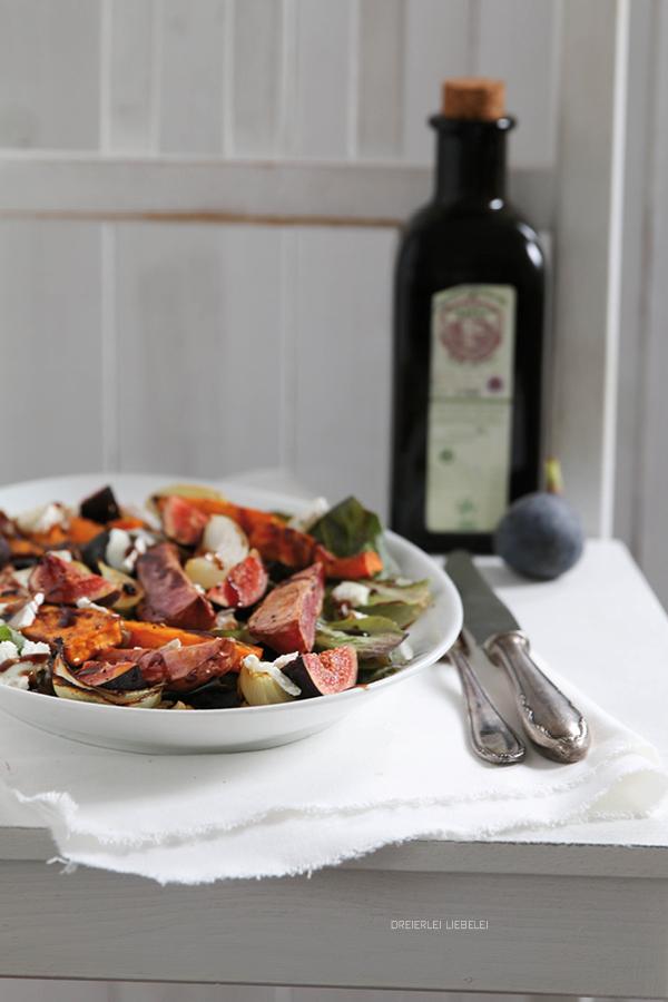 Salat mit Feigen,  Ziegenkäse und Röstgemüse