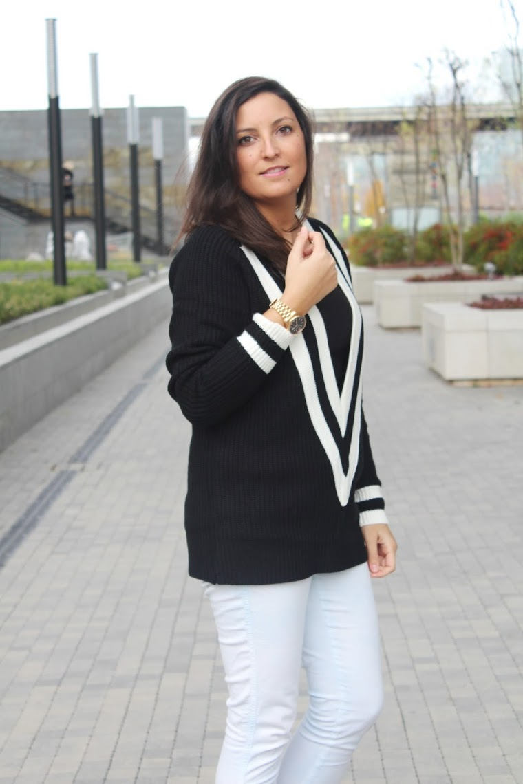 http://www.romwe.com/V-Neck-Boyfriend-Sweater-Black-p-94779-cat-684.html?utm_source=simply2wear.com&utm_medium=blogger&url_from=simply2wear