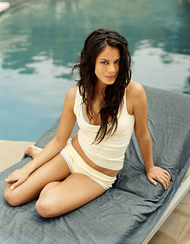 Nathalie Kelley is sexy