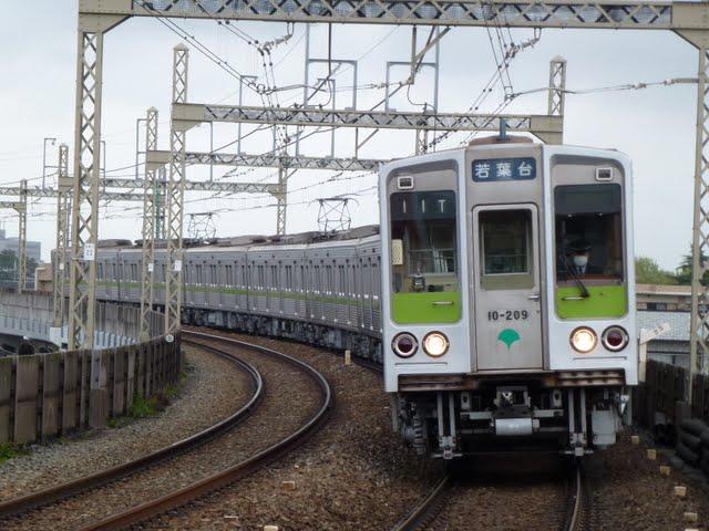 京王電鉄 各停 若葉台行き6 10-000形200F