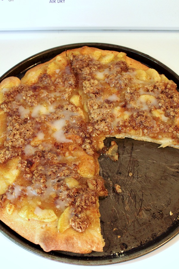 Super Easy Apple Pie Dessert Pizza! - The Creek Line House