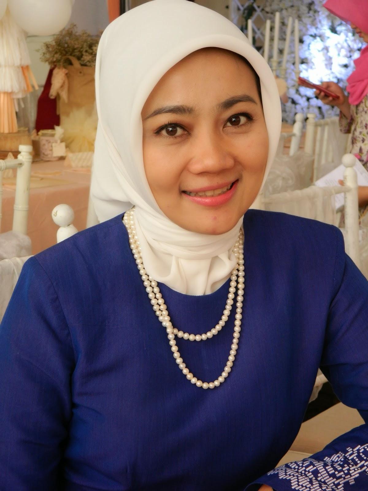 Istri dari Walikota Bandung Ridwan Kamil.      Sumber:2.bp.blogspot