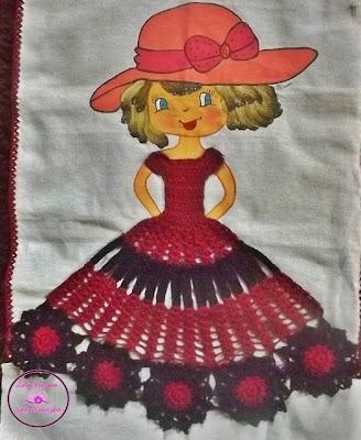 Barrado de boneca em crochê para pano de prato.