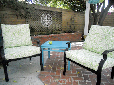 How to temporarily recover furniture cushions