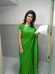 news reader in saree