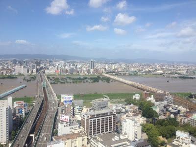 淀川が氾濫しかけて河川敷公園が消えてます