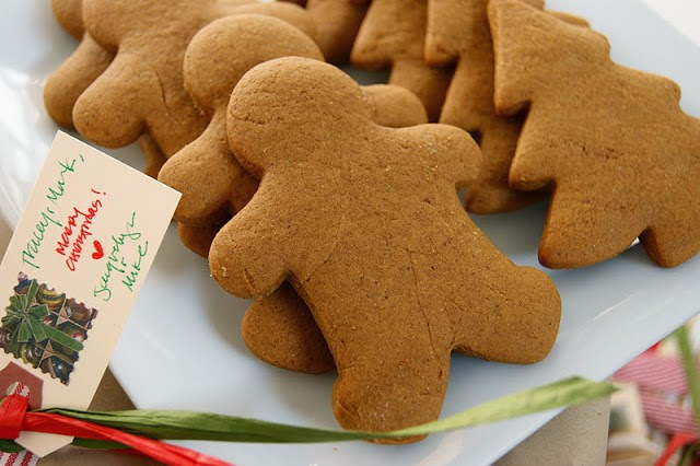 http://www.thekitchenismyplayground.com/2011/12/whats-your-perfect-gingerbread-man.html