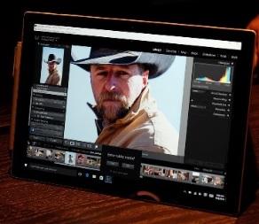 Το Surface Pro 4, το νέο tablet της Microsoft με το νέο επεξεργαστή Skylake της Intel.