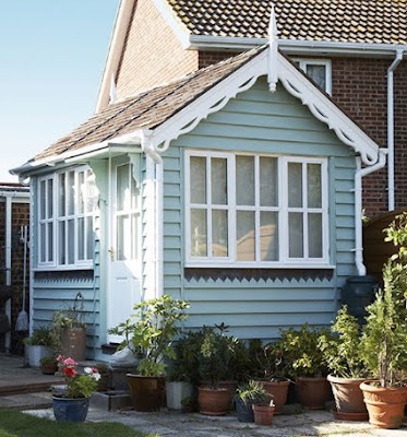Idylliske små sommerlige hagehus