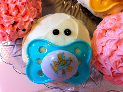 Baby Shower or gender reveal cupcakes www.thebrighterwriter.blogspot.com