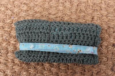 La Frida sul sofà: Astuccio per uncinetti in lana e cotone; wool and cotton crochet hooks case
