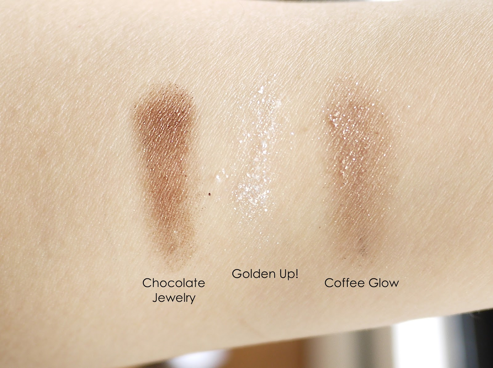 essence glam up eyeshadow chocolate jewelry golden up coffee glow