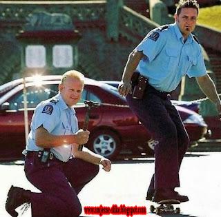 Policajci, skejteri, smesne slike