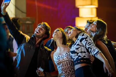 Os amigos na festa de formatura do colégio Leal Brazil. Crédito: Globo/Caiuá Franco