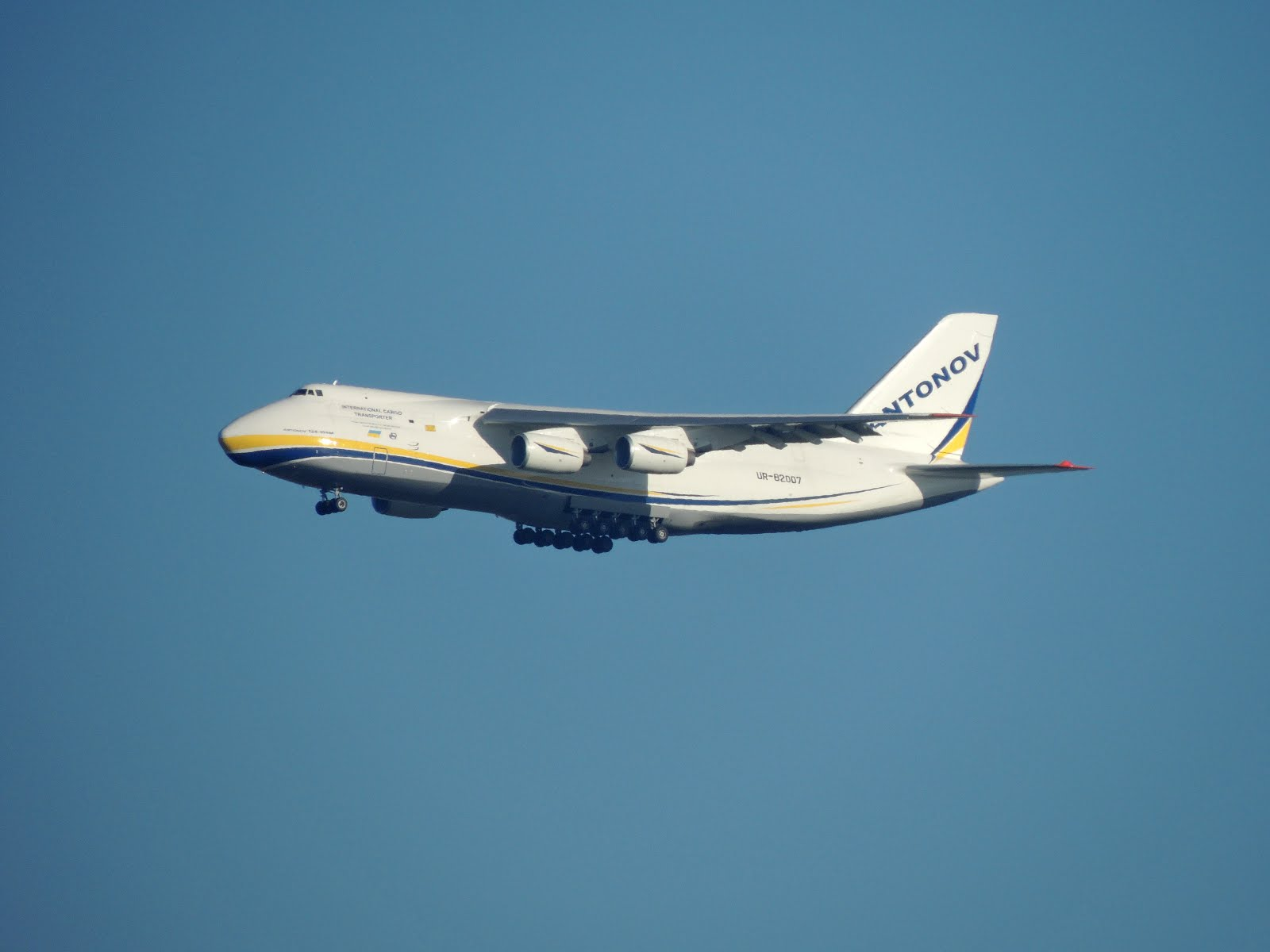 Antonov AN 124 llegando a SAAR