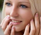 பெண்கள் அதிகம் சிரிப்பது ஏன்? ஆய்வில் கண்டுபிடிப்பு Smilinggirl-seithy-4-150