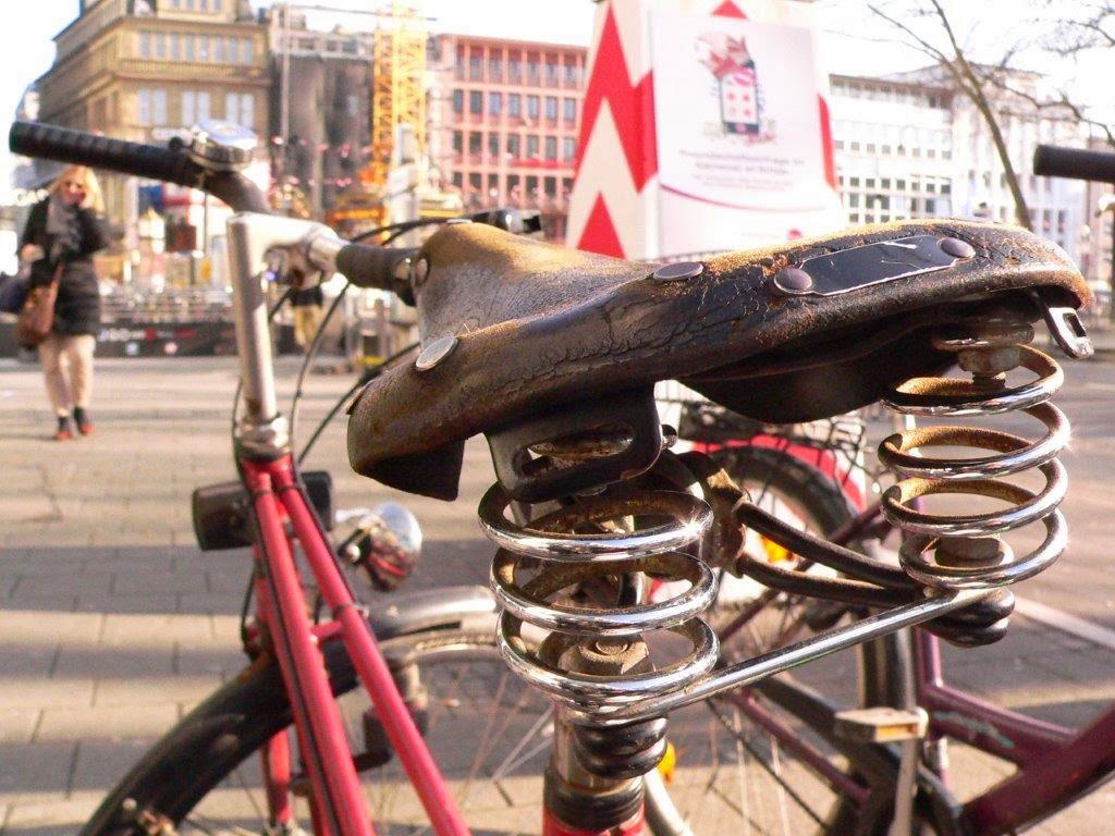 Fahrrad Köln Blogparade Rad radeln fietsen Sattel feder leder