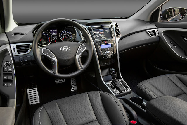Interior view of 2016 Hyundai Elantra GT